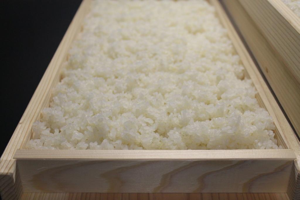 米を糀蓋に入れた様子